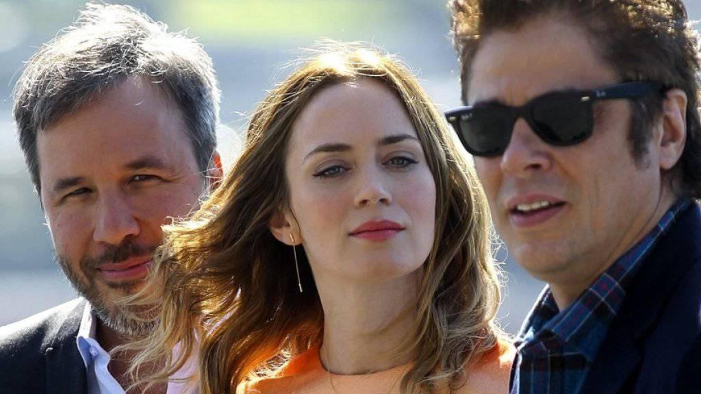 Emily Blunt (M.) wollte sich in «Sicario» Benicio Del Toro (r.) und Regisseur Denis Villeneuve (l.) nicht nackt zeigen (Archiv).