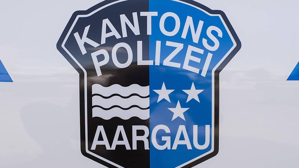 Die Aargauer Kantonspolizei ist zu einem grösseren Einsatz an den Bahnhof Brugg ausgerückt. In einem Zug lag ein verdächtiger Gegenstand. Der Bahnhof wurde geräumt. (Symbolbild)