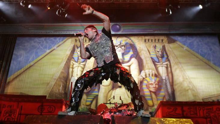 Iron Maiden rocken  nicht im St.-Jakob-Park, sondern im Leichtathletikstadion. (Archiv)