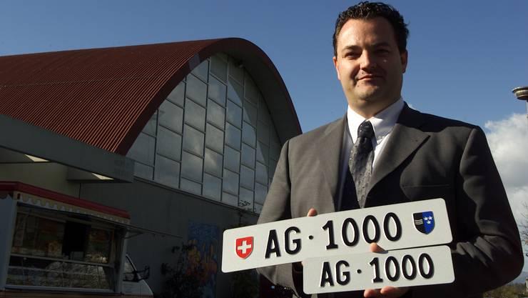 Aargauer Kontrollschild mit der Nummer 1000 wurde für mehrere Tausend Franken versteigert (Archivbild).