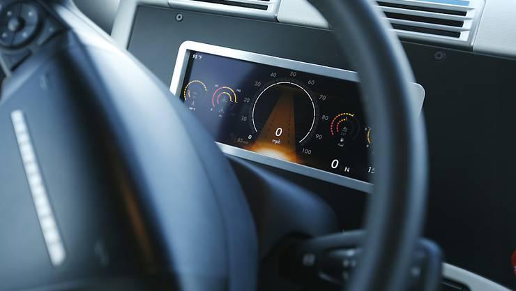 Vollautomatisierte Fahrzeuge bringen neue Unfallrisiken wie technische Mängel oder Hackerangriffe mit sich. (Symbolbild)
