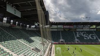 Ab heute Donnerstag können Schweizer Sportstadien wieder zu maximal drei Dritteln besetzt sein. Die Zeit der Geisterspiele aufgrund der Corona-Pandemie ist damit nach sieben Monaten vorbei. (Archivbild)