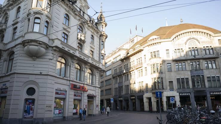 Der Märthof in Basel, als er noch den Interdiscount beherbergte.