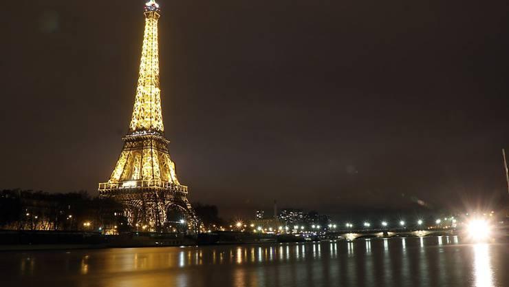 Der Eiffelturm in Paris zieht wieder mehr Besucher an.