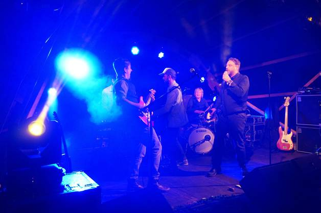 Die Buehne erbebte beim Soulblues der Ellis Mano Band