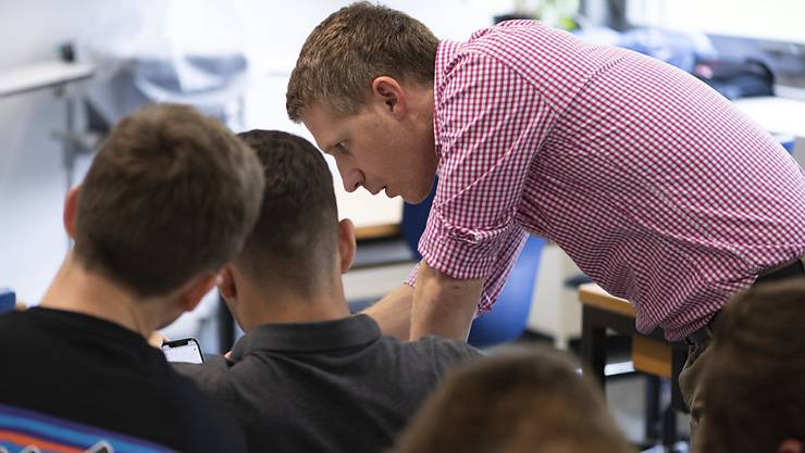 Junge Lehrkräfte sind gut in den Arbeitsmarkt integriert und zufrieden mit den Arbeitsbedingungen. (Symbolbild)