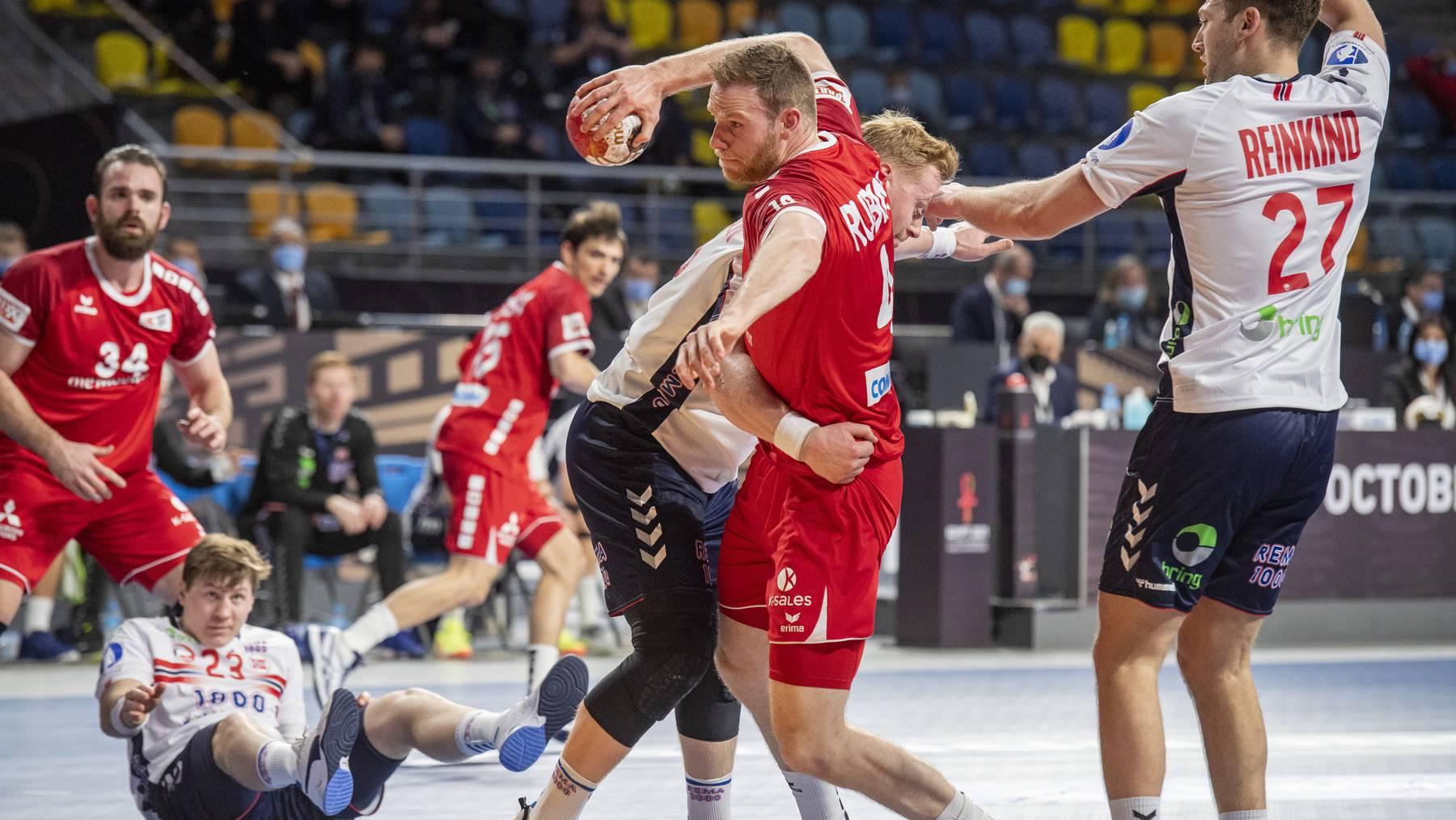 Die Schweizer Handballer mussten sich den Skandinaviern klar geschlagen geben.
