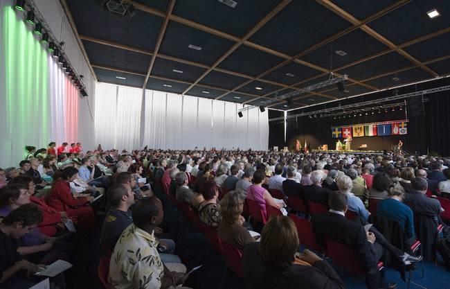 Zahlreiche Menschen feierten Didier Burkhalter in Neuenburg.