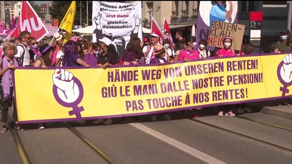 «Hände weg von unseren Renten» - Gewerkschaften demonstrieren in Bern gegen AHV-Reform
