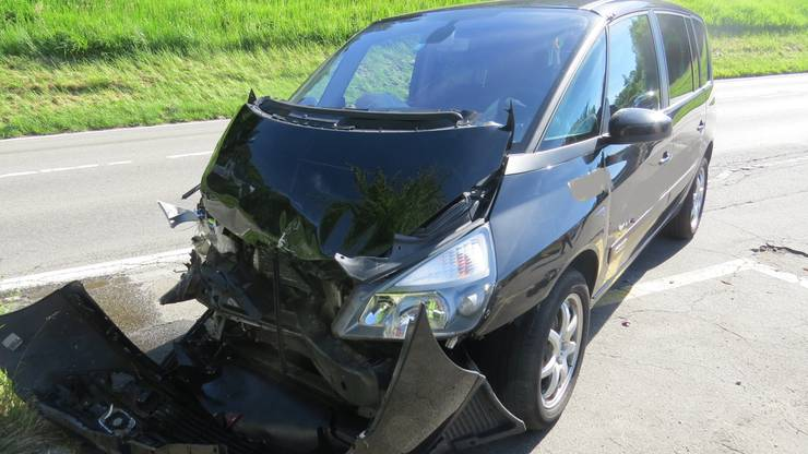 Der Autofahrer hinter ihm bemerkte das Manöver zu spät und krachte dem BMW ins Heck.