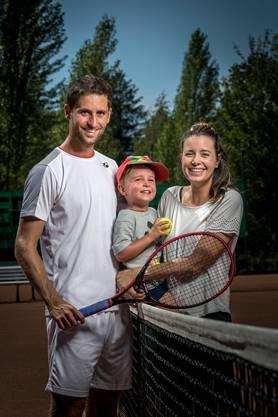 Sandro Ehrat mit seiner Familie.