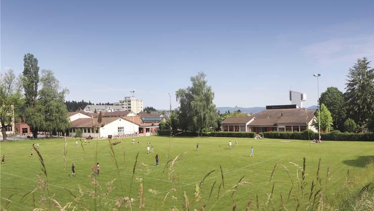 Soll dem neuen Vierfach-Kindergarten weichen: Das heutige Gebäude, rechts im Bild, neben den Schöftler Schulanlagen.
