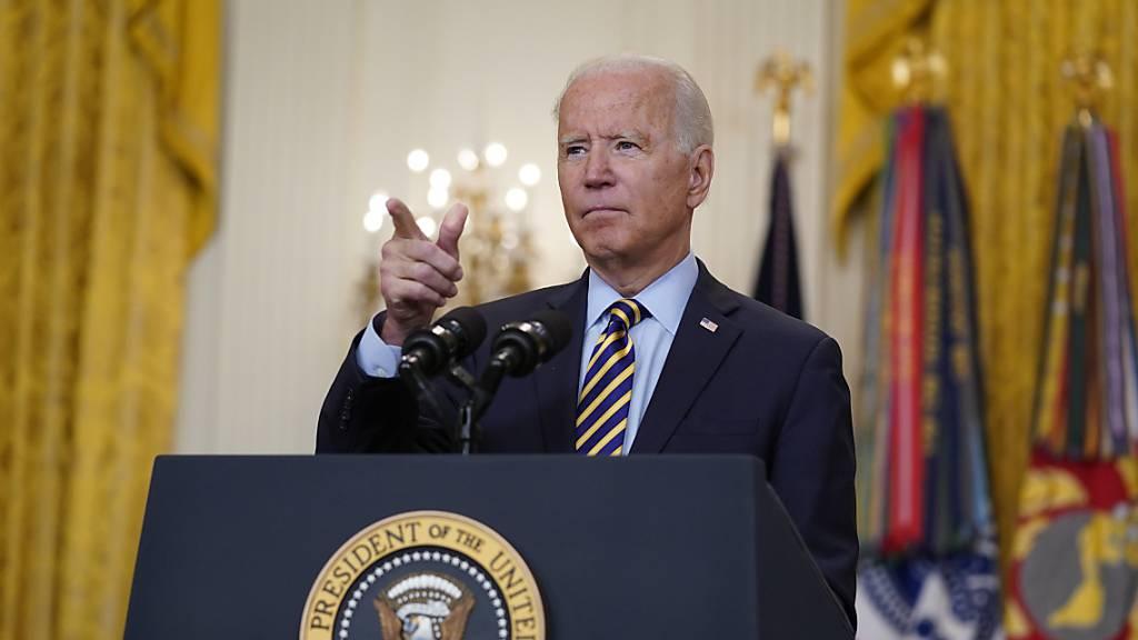 Joe Biden, Präsident der USA, spricht über den amerikanischen Truppenabzug aus Afghanistan im East Room des Weißen Hauses.