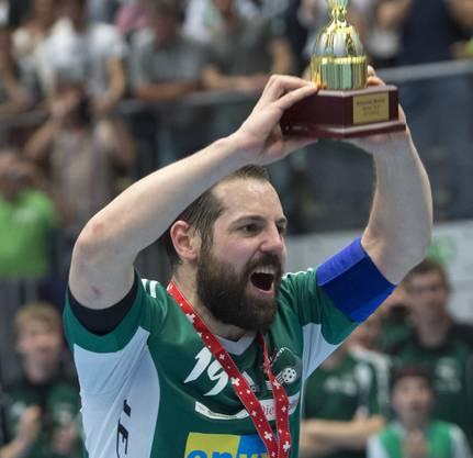 Mit seinem Klub Wiler-Ersigen stemmte Matthias Hofbauer zehnmal den Meisterpokal in die Höhe