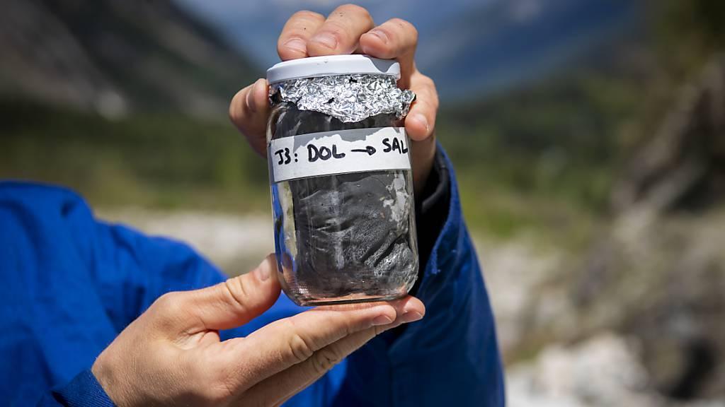 Dem Mikroplastik am Mont-Blanc-Massiv auf der Spur