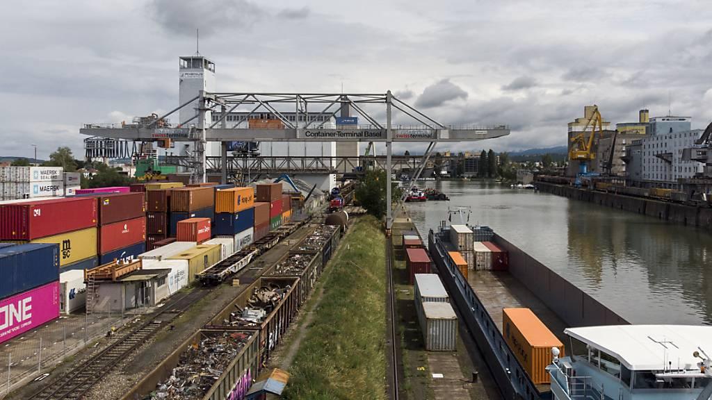 Die Schweizer Wirtschaft ist im zweiten Quartal wegen der Folgen der Corona-Pandemie regelrecht eingebrochen. (Archiv)
