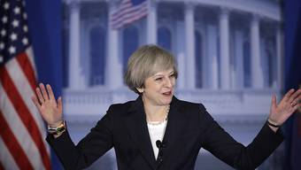Britische Premierministerin Theresa May fordert USA in Philadelphia zur Kooperation auf.