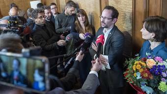 Balthasar Glättli, Fraktionspräsident der Grünen, bei der Präsentation von Bundesratskandidatin Regula Rytz, die einen FDP-Sitz angreifen will. (KEYSTONE /Marcel Bieri)