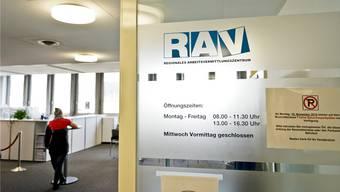 Ende Juli waren 285 Personen mehr bei den Regionalen Arbeitsvermittlungszentren (RAV) als arbeitslos gemeldet als im Vormonat. (Symbolbild)
