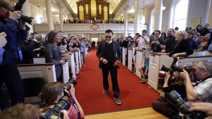 Rapper Psy stattet der Uni Harvard einen Besuch ab