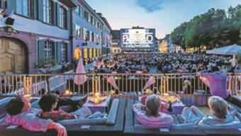 «Cinema Paradiso» erstrahlt auf der Leinwand der neuen Basler Piazza auf dem Münsterplatz.