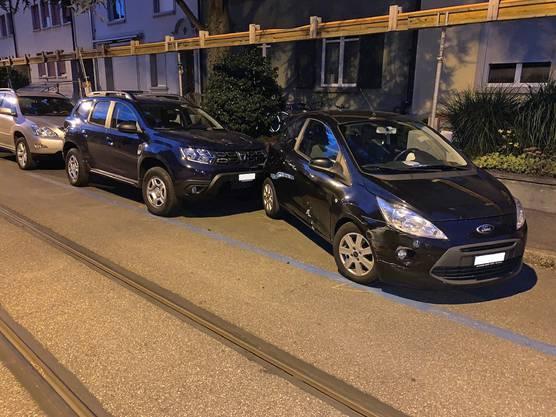 Auf seiner Fahrt beschädigte der junge Mann nach den bisherigen Erkenntnissen der Verkehrspolizei acht parkierte Fahrzeuge.