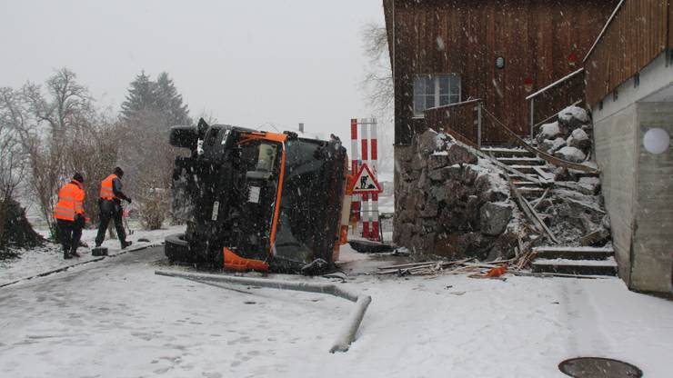 Der Lastwagenfahrer verlor die Kontrolle über das Fahrzeug.