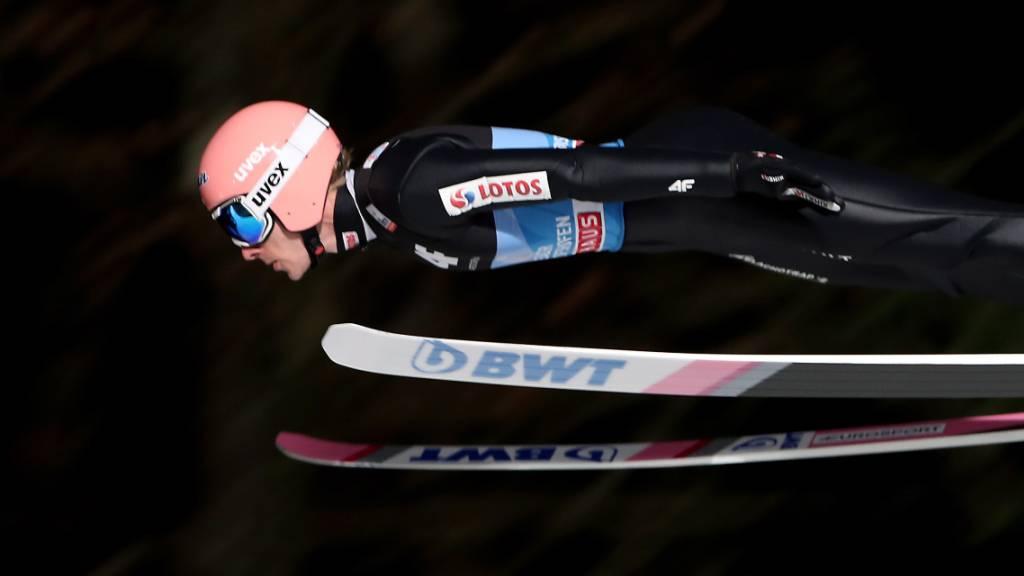 Dawid Kubacki segelt auf die Bestweite des 1. Durchgangs.