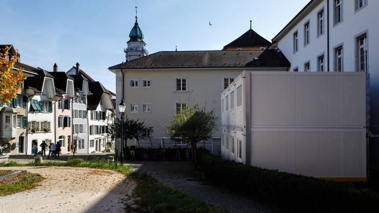 Die Kantonsverwaltung hat auf dem Riedholzplatz provisorische Büro-Container aufgestellt.