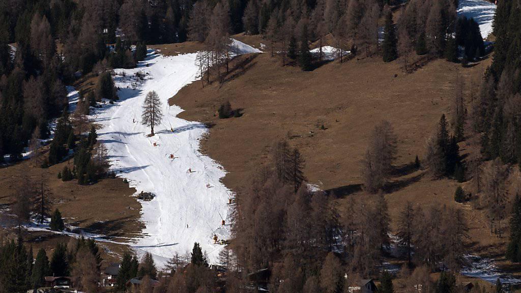 Die Talabfahrt nach Davos Dorf präsentiert sich nicht so weiss, wie Skifans es gerne hätten.