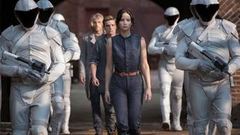 Trotz Oscarpreisträgerin Jennifer Lawrence als Katniss Everdeen (Mitte): Die zweiten «The Hunger Games» sind langatmig.