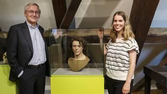 Gesichtsrekonstruktion gestützt auf die Grenchner Skelettfunde: Daniel Schluep (Chef Felca/Titoni), Mirjam Wullschleger (Archäologin)