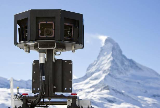 Die Kameras des Google-Schneemobils.