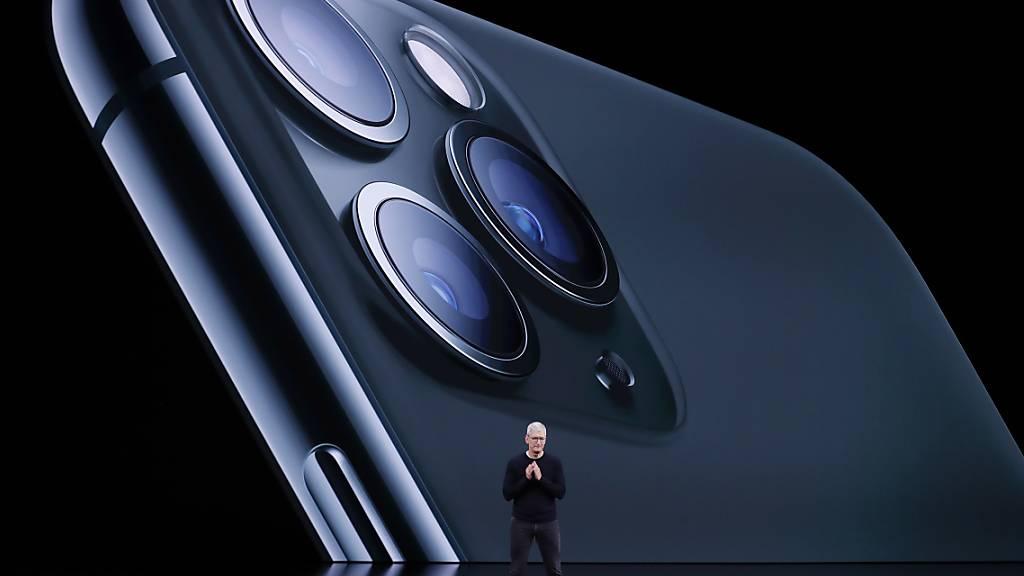 Neue iPhones kommen dieses Jahr einige Wochen später in den Handel. (Archiv)