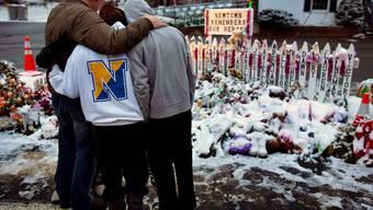 Die Trauer in Newtown ist auch Tage nach der Schiesserei gross