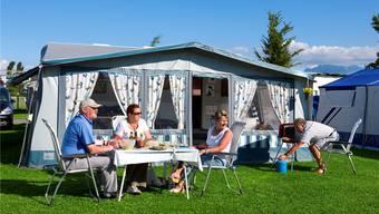 Idylle auf dem Campingplatz «Seeland» in Sempach.Keystone/Martin Rütschi