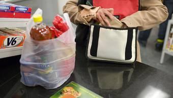 Plastiksäcke werden nicht so rasch aus den Läden verschwinden (Symbolbild)