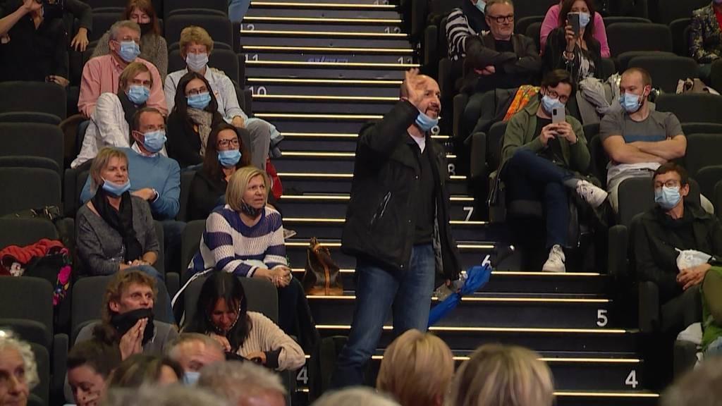 Buhrufe und aufgeheizte Stimmung: Corona-Skeptiker stören Film-Premiere von «Unerhört!»