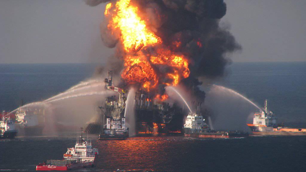 Bei der Explosion auf der Bohrinsel «Deepwater Horizon» 2010 im Golf von Mexiko starben elf Arbeiter. 87 Tage lang floss Öl aus einem Leck ins Meer. (Archivbild)