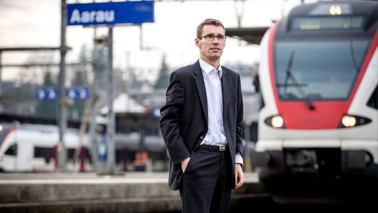 Lukas Pfisterer setzt sich für schnelle und direkte Verbindungen von Aarau her ein – neben den Regionalzügen (im Bild) wünscht Pfisterer sich mehr Schnellzugshalte in der Kantonshauptstadt.