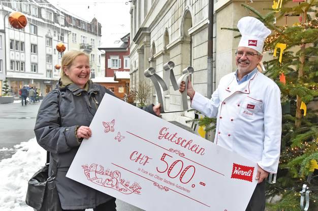 500 Franken Gutschein für die Gewinnerin.