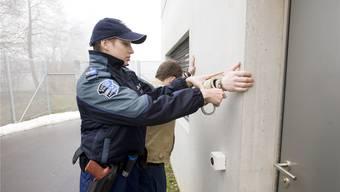Seit Anfang 2015 sind 369 Menschen aus dem Kosovo verhaftet worden, die sich ohne Bewilligung in der Schweiz aufhielten. (Symbolbild)