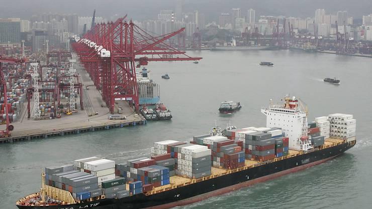 Anziehende Exporte: Die Schweiz hat 2017 deutlich mehr Waren nach China und Hongkong ausgeführt als noch im Vorjahr. (Bild: Hafen von Hongkong)