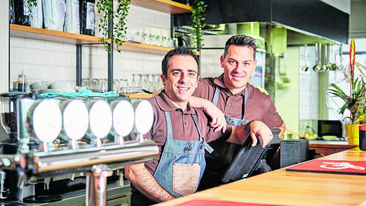 Neue Gesichter im Wettinger «Spatz»: Geschäftsinhaber Costantino D'Ongia (l.) und Geschäftsführer Mirco Sgura.