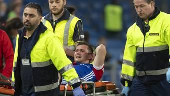 Schmerzverzerrtes Gesicht: Taulant Xhaka wird im Spiel gegen den FC Zürich vom Platz getragen