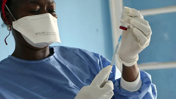 Ruanda hat ein Impfprogramm auf freiwilliger Basis gegen Ebola gestartet - obwohl das Land von der Krankheit derzeit nicht betroffen ist. (Archivbild)