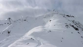 Hier, im Gebiet Chassoure oberhalb von Nendaz im Wallis, verschüttete am Samstag eine Lawine zwei Skifahrer. Eine Person erlag den Folgen.