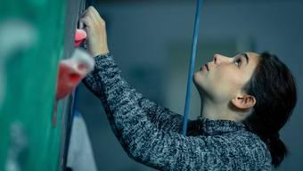 Klettern ging vor dem Attentat flüssiger: Allegra (Matilda De Angelis) versucht, wieder Tritt zu finden.