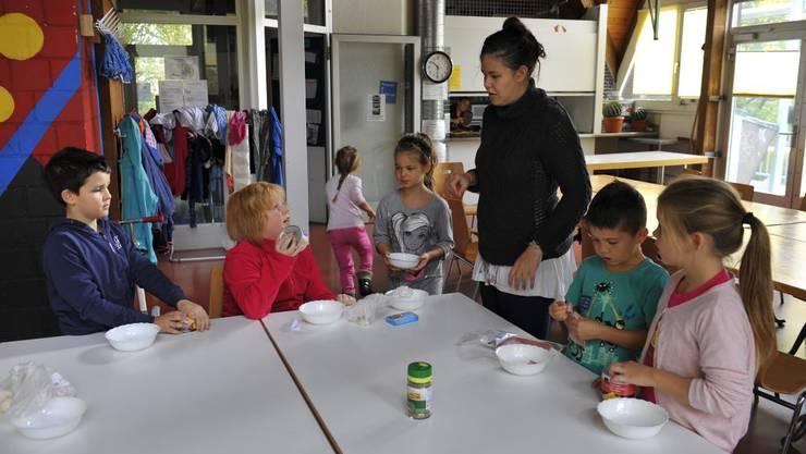 Sheena Ettlin verteilt die Ämtli