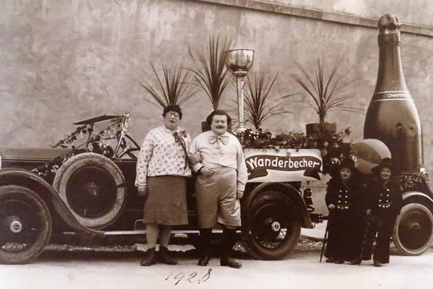 1928 waren die Vorstädter Narren als Wanderbecher unterwegs.